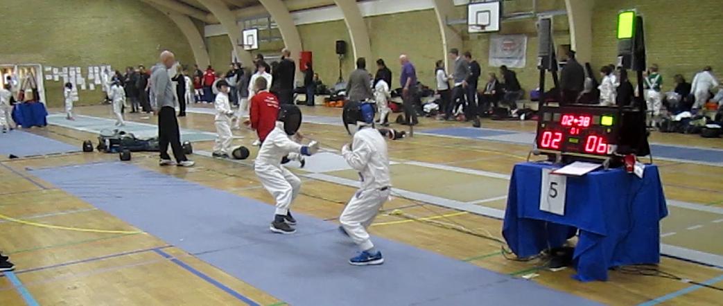 Unge fægtere på pisten ved B&U DM 2016